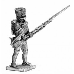 Fusilier with Shakó, loading the gun