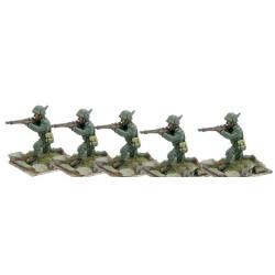 Alpini kneeling, firing