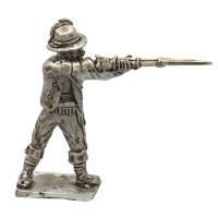 Squadrigliere standing, firing